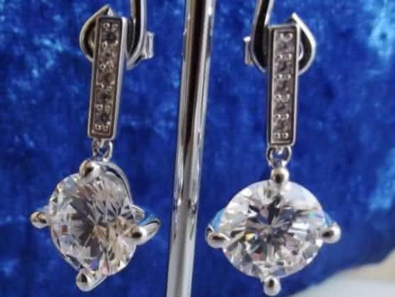 gota de diamante entre os brincos mais caros do mundo