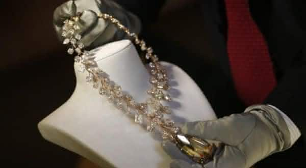 56079a994a6 Incomparable Diamond Necklace entre as jóias mais caras do mundo