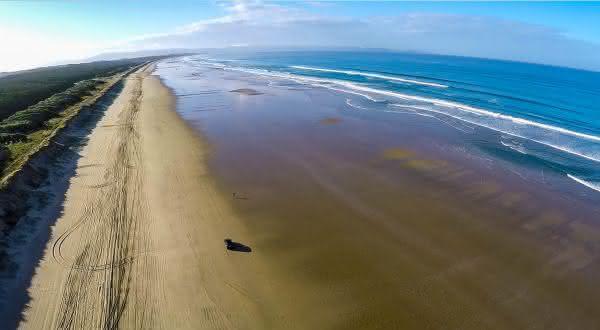 ninety mile beach entre as praias mais longas do mundo