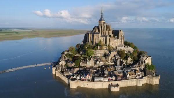 Monte Saint-Michel entre as atracoes turisticas mais populares na Franca