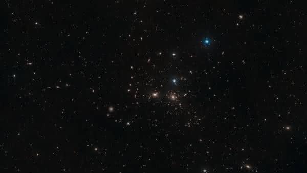 NGC 4889 entre as maiores galaxias do universo