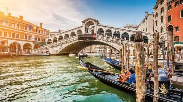 Ponte de Rialto entre as pontes mais famosas do mundo