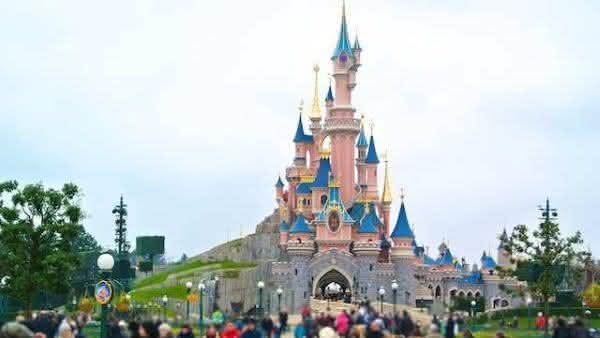 disneyland entre as atracoes turisticas mais populares na Franca