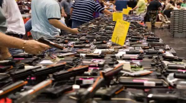 fabricantes de armas razoes pelas quais os Estados Unidos tem tantos tiroteios em massa