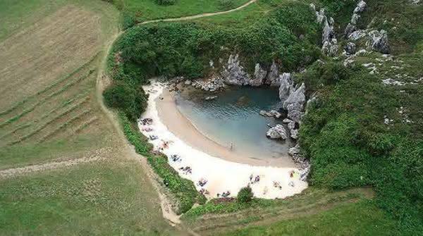praia Gulpiyuri entre as praias mais bizarras do mundo