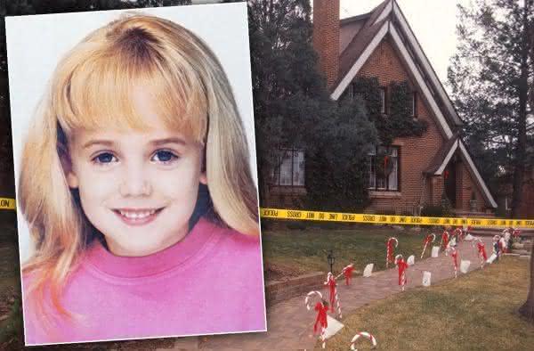 caso JonBenet Ramsey entre os chocantes casos de assassinatos misteriosos