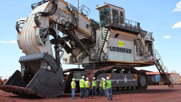 Liebherr R9800 entre as maiores retroescavadeiras do mundo