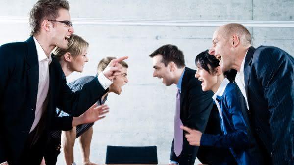 discutem entre os tracos comuns de pessoas altamente inteligentes