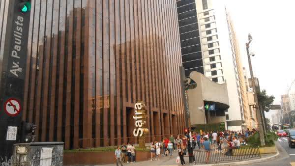 Banco safra entre os maiores bancos do Brasil