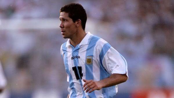 Simeone entre os maiores jogadores da argentina em todos os tempos