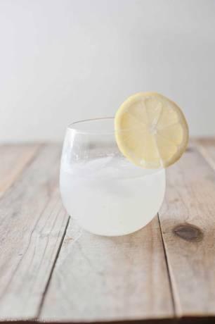 Agua desintoxicante de coco