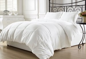 1. Chezmoi Collection White Goose Down Alternative Comforter