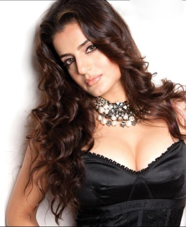 2.Top 10 Richest Bollywood Actresses in 2016