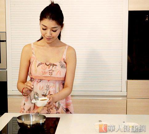 生理期鬧情緒 吃酒釀紅糖蛋好心情 | 華人健康網