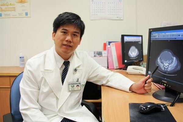 卵巢水瘤腫如木瓜 單孔腹腔鏡切除   華人健康網