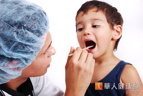 扁桃腺膿瘍 熟男咽喉發炎如雞蛋 | 華人健康網