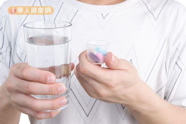 吃藥一定要加胃藥?常見用藥5迷思 | 華人健康網