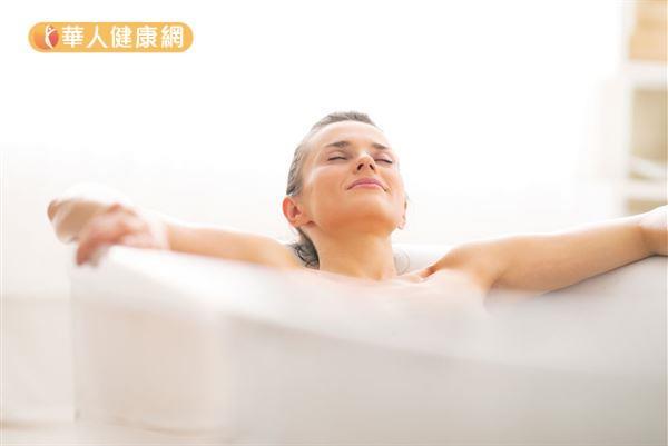 抗夏日「陰癢」!吳明珠推:精油坐浴+4茶飲 | 華人健康網