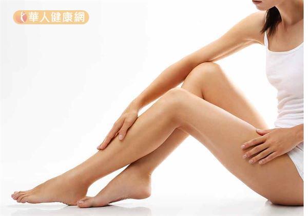 腿上出現像蚯蚓扭曲血管 可能是靜脈曲張 | 華人健康網
