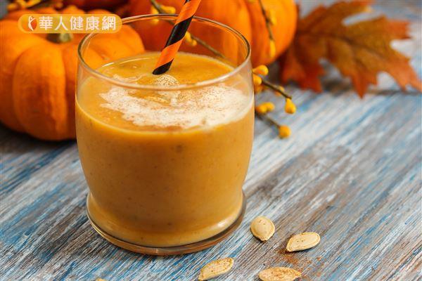 早餐喝牛奶反而胃痛?小心可能是胃潰瘍作祟 | 華人健康網