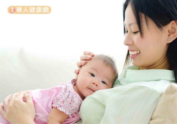 讓媽媽睡飽吧!戒夜奶靠這5方法,醫生建議最佳時間是…   華人健康網