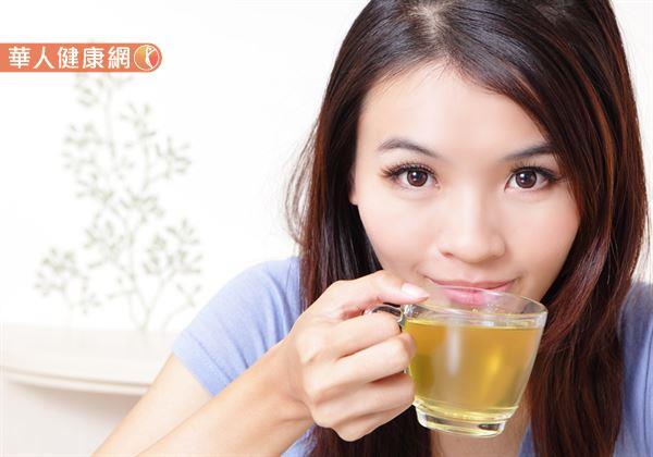紅茶好。還是綠茶好?喝茶。選哪種比較好?   華人健康網