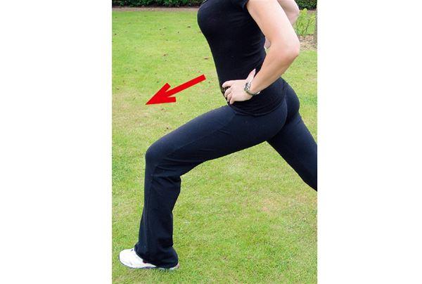 小腿抽筋,好痛?學會這招伸展動作不只消除抽筋,還能使小腿曲線更緊緻修長   華人健康網