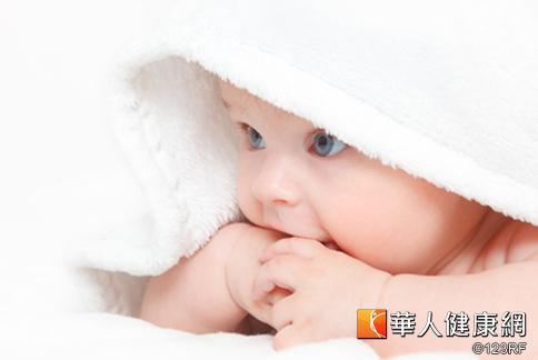 疲累成人伴嬰 恐增嬰兒猝死風險 | 華人健康網