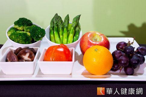 每日4蔬3果的飲食方式,有助於加強攝取對人體有益的維生素、茄紅素等抗氧化營養成分。