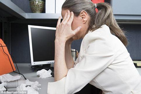 壓力大、情緒不穩會讓人更想吃高熱量食物、甜食等,增加發胖的機率。(圖片/取材自英國《每日郵報》