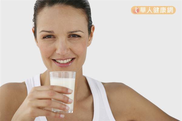 牛奶鈣質可以舒緩心情,色胺酸則能幫助入眠。