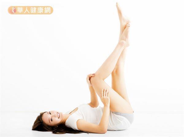 睡前抬腳了沒?別再誤信這些抬腿迷思-華人健康網-良醫健康網