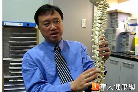 泰式按摩禁忌 脊椎側彎強拉易受傷 | 韓偉 | 名醫開講 | 華人健康網