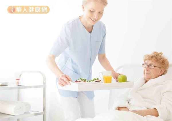 防攝食誤嚥引肺炎 專家推照護餐,善用「增稠劑」減風險 | 蕃新聞