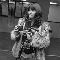 Linda Ronstadt at Amsterdam's Schiphol Airport,  November 1976