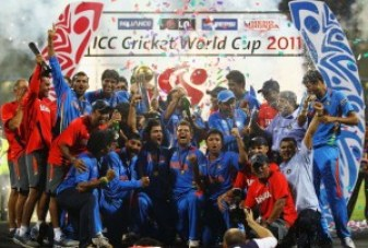 MUMBAI, INDIA - APRIL 02:  India celebrate winning the trophy, after beating Sri Lanka during the 2011 ICC World Cup Final between India and Sri Lanka at the Wankhede Stadium on April 2, 2011 in Mumbai, India.  (Photo by Matthew Lewis/Getty Images)