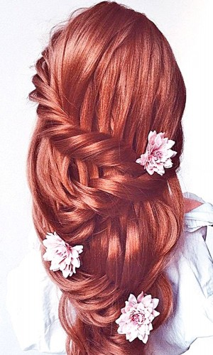 most_romantic_bridal_hairstyles_-_ulyana.aster_via_instagram_3-300x500