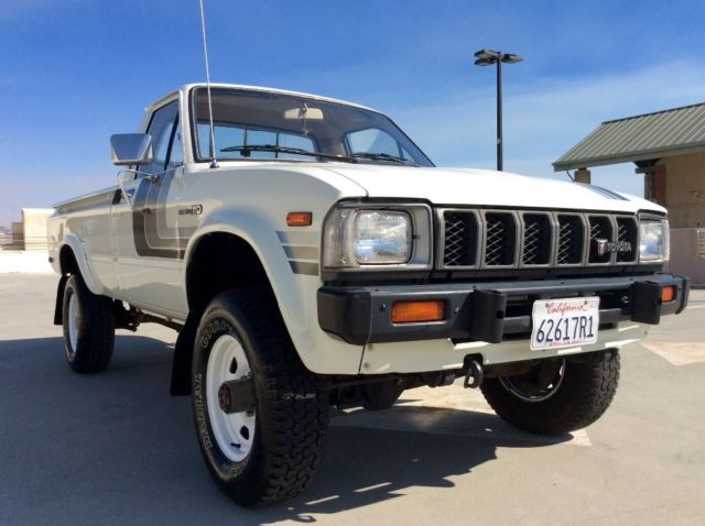 4x4 Toyota Hilux Long Bed Pickup Truck Low Miles Excellent