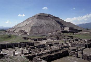 Pyramída slnka Najväčšia pyramída