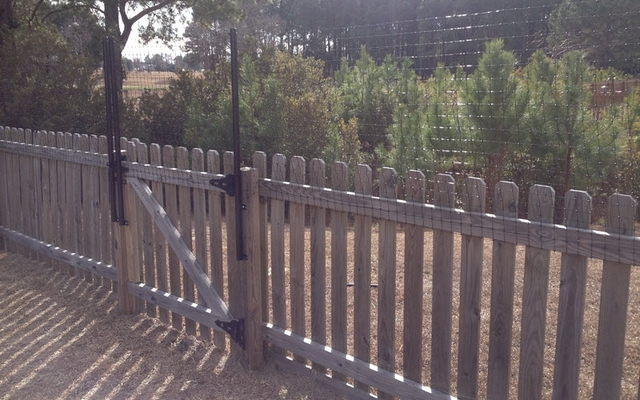This Fence Extension System Helps Stop Jumpers