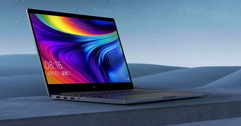 Laptop Xiaomi Pro 15 con sfondo