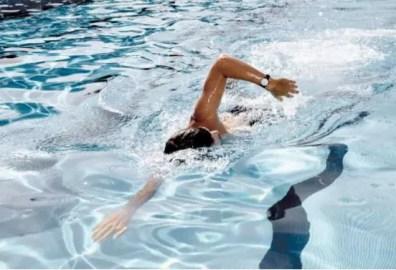 Nadar con el relo Nokia Steel Limited Edition