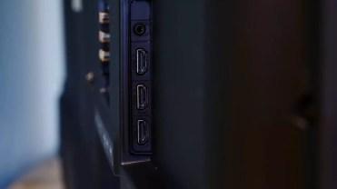 Conexiones laterales del Haier U55H7000