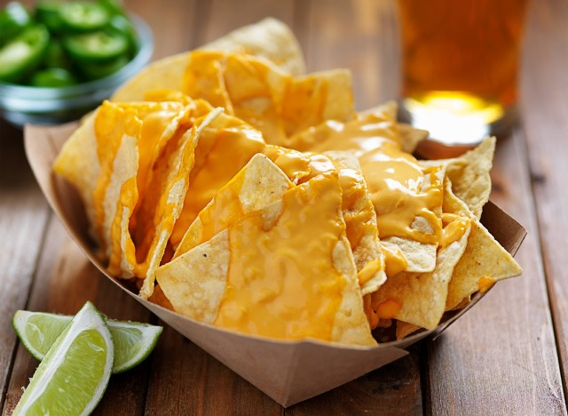 cheesy nachos with lime