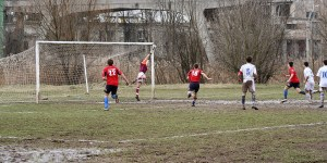 Coping With Wet & Muddy Conditions As A Goalkeeper (Keeper Mud Guide)
