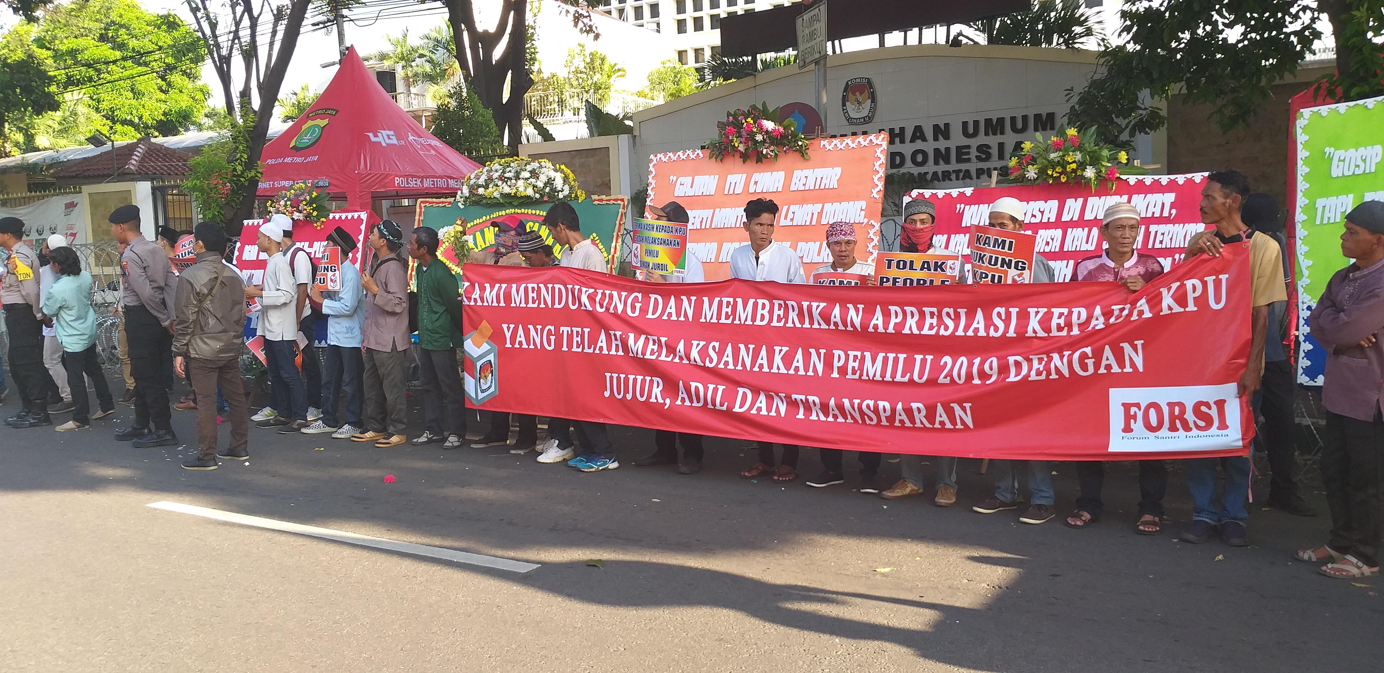 Forsi Gelar Aksi Simpatik Dukung KPU   Topikini.com