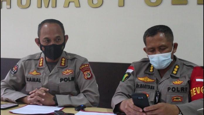 Kabid Humas Polda Papua Kombes Pol Ahmad Mustofa Kamal bersama Kepala Rs Bhayangkara Jayapura Dr Naryana saat memberikan keterangan/foto: istimewa