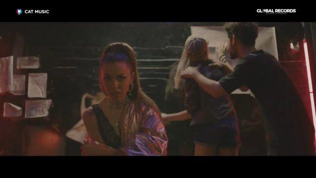 MIRA - Uit de tine (перевод)