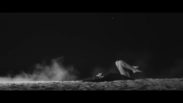 Raluka - Cine sunt eu (перевод)