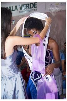 Maiara Faustino recebe a faixa de Iasmim Macedo, Top Model Camaçari 2016